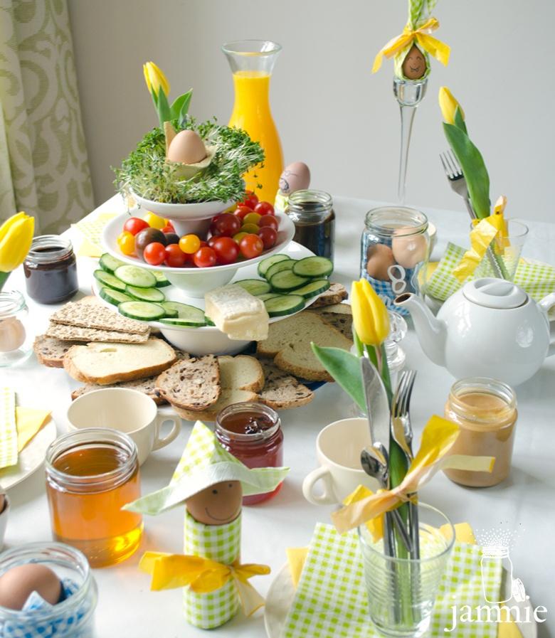Voor de website JAMMIE maakte Janine Bruinooge een serie stop-motionfilmpjes rondom het thema Pasen: hoe maak je low-budget een feestelijk gedekte paastafel?